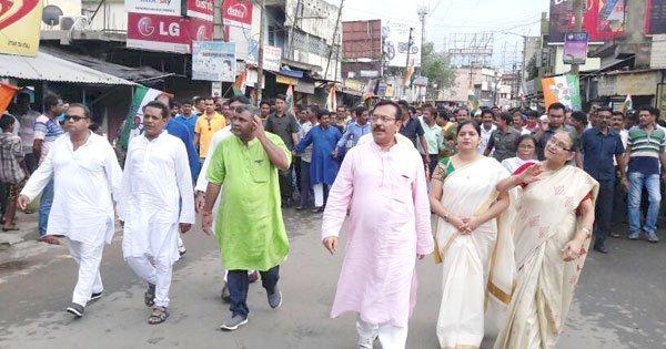 21 जुलाई को धर्मतला चलो के आह्वान पर बेनचीती(दुर्गापुर) में पंचायत मंत्री अररोप विश्वास, विधायक सह आसनसोल नगरनिगम के मेयर जितेंद्र तिवारी ने सैकड़ों कार्यकर्ता के साथ रैली किया