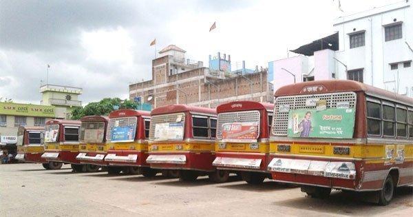 टोटो (ई रिक्शा ) के विरोध में बसों ने कर दिया हड़ताल