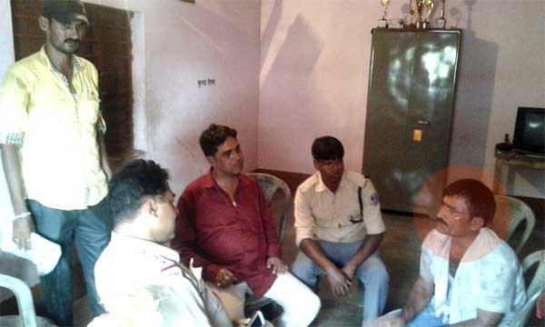 पाँच वर्षीय बच्ची से बलात्कार के मामले में आरोपी संतोष कुमार से पुलिस ने पूछताछ किया