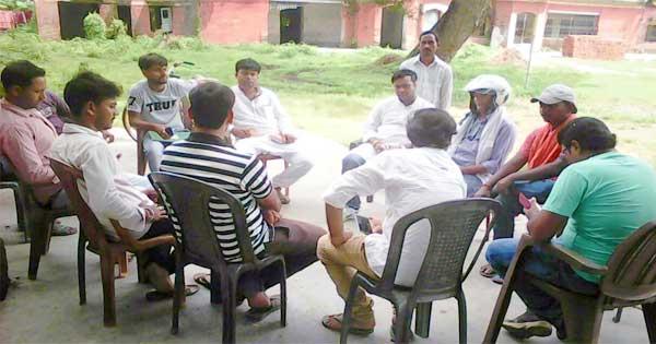 बैठक में शामिल भाजयुमो के कार्यकर्ता