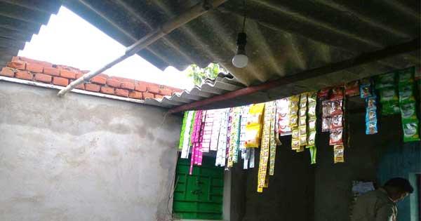 दुकान की छत तोड़कर दिया चोरी को अंजाम