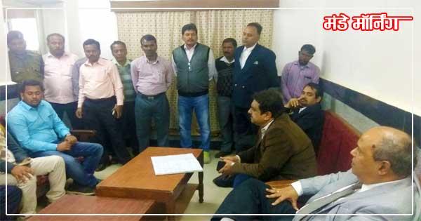 मधुपुर में आसनसोल मंडल के अधिकारियों संग बैठक कर सुरक्षा स्थिति का जायजा लेते मंडल प्रबंधक पीकेमिश्रा