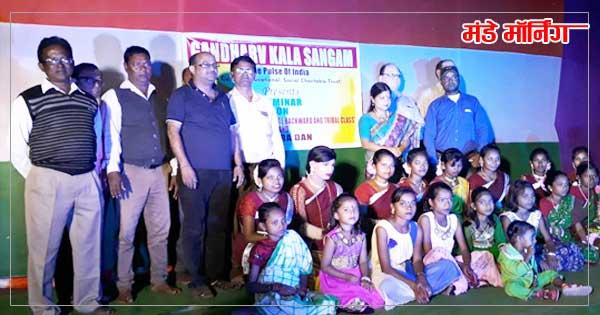 गन्धर्व कला संगम में प्रस्तुति देने वाले बच्चे एवं संस्था के सदस्यगण