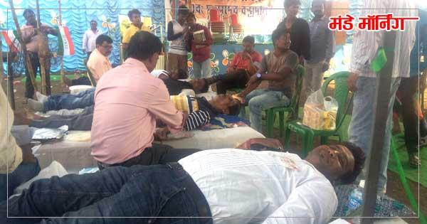काजोरा , अंडाल में अभिषेक बंद्योपाध्याय के जन्म दिन पर रक्तदान करते लोग