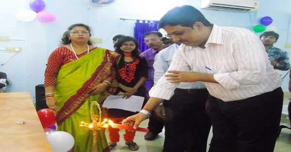 कोल इंडिया महोत्सव का लोकार्पण करते एरिया महाप्रबंधक अनुराग कुमार