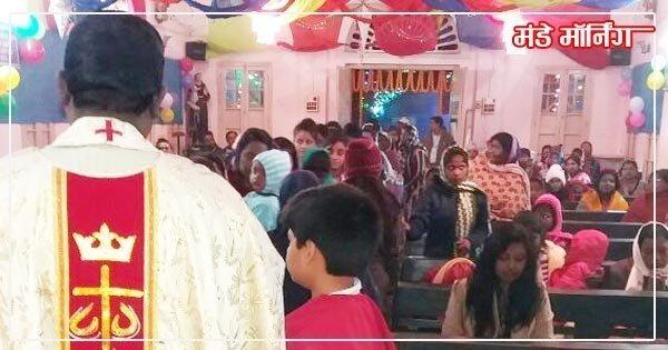 अंडाल-चर्च में प्रार्थना करते लोग