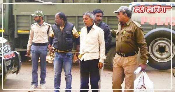 हमले से शामिल आरोपियों को गिरफ्तार कर कोर्ट में ले जाते पुलिसकर्मी
