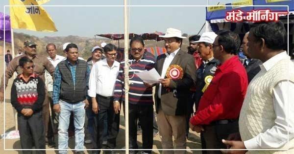 लोदना में आंचलिक खेल कूद प्रतियोगिता का उद्घाटन करते क्षेत्र के महाप्रबंधक कल्याणजी प्रसाद