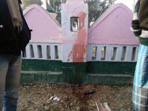 इमामबाड़ा पर फेंका गया रंग और शराब की बोतल