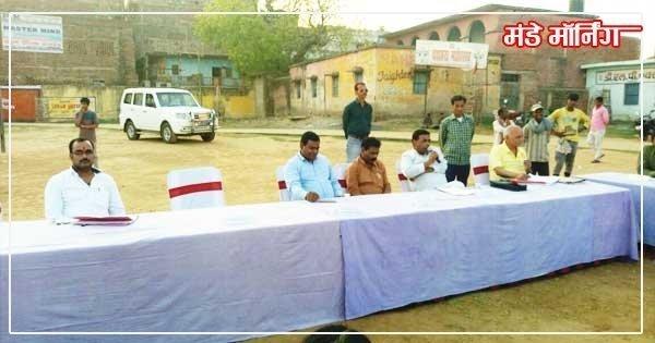 बोर्ड बैठक का संचालन करते प्रो0 सुनील कुमार साथ में बैठक में भाग लेते सभापति/उपसभापति /एक्सक्यूटिव व अन्य