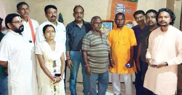 रानीगंज में भाजपा स्थापना दिवस का पालन करते नेतागण