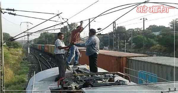 railway-tracktion-wire-broken-due-to-heavy-rain-madhupur